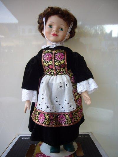 j'ai déniché quelques poupées numérotées